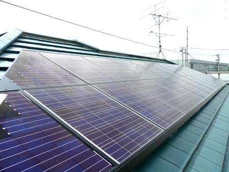 太陽光発電は電気代を節約できるだけでなく、売電できることをニュースなどで知って検討しました。 また、環境に良いことも考慮して決めました。 春日部市 太陽光発電システム設置 リフォーム