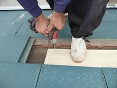 春日部市  屋根に補強板を取り付けます。 太陽光発電システム設置 リフォーム