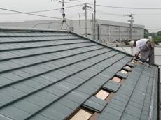 範囲が広いので作業も大変です。 春日部市 太陽光発電システム設置 リフォーム