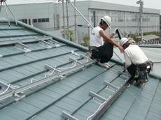 春日部市 太陽光発電システム設置 リフォーム 続いて、いよいよ太陽電池パネルを設置します。