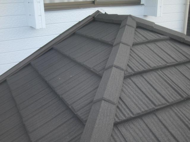 屋根 瓦 板金