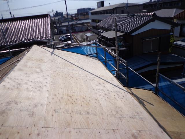 屋根 軽い 瓦