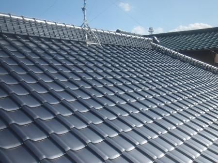 春日部市 屋根葺き替え 和型銀黒 リフォームのオガワ