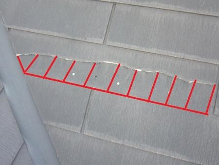 スレート板が半分ほど欠けてしまっています。放置すると、雨漏りなどの原因になります。 スレート交換 春日部市 リフォーム