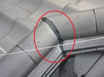 和型瓦・棟接合部 春日部市 こういった隙間も丁寧に施工します。 修理 補修