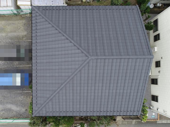 屋根材は、軽量性・耐風性・防水性に優れた「ルーガ 雅」です。
