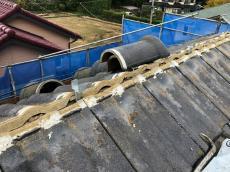 棟工事の様子です。既存の棟を使用します。シンプル工法で棟を強化します。