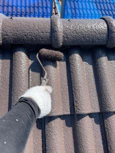 屋根塗装の様子です。